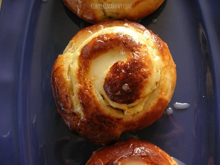 Drożdżowe ślimaczki z serem