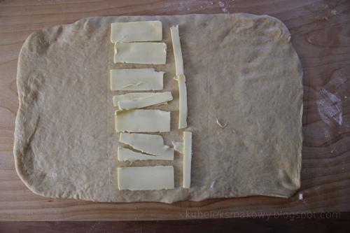 ciasto półfrancuskie drożdżowe - składanie - krok 1