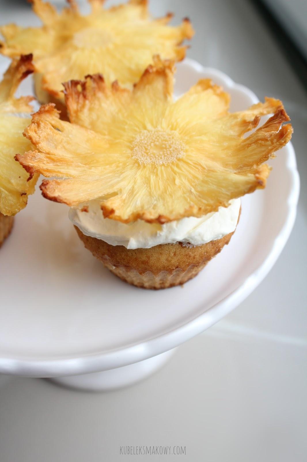 babeczki z kwiatem z ananasa - przepis