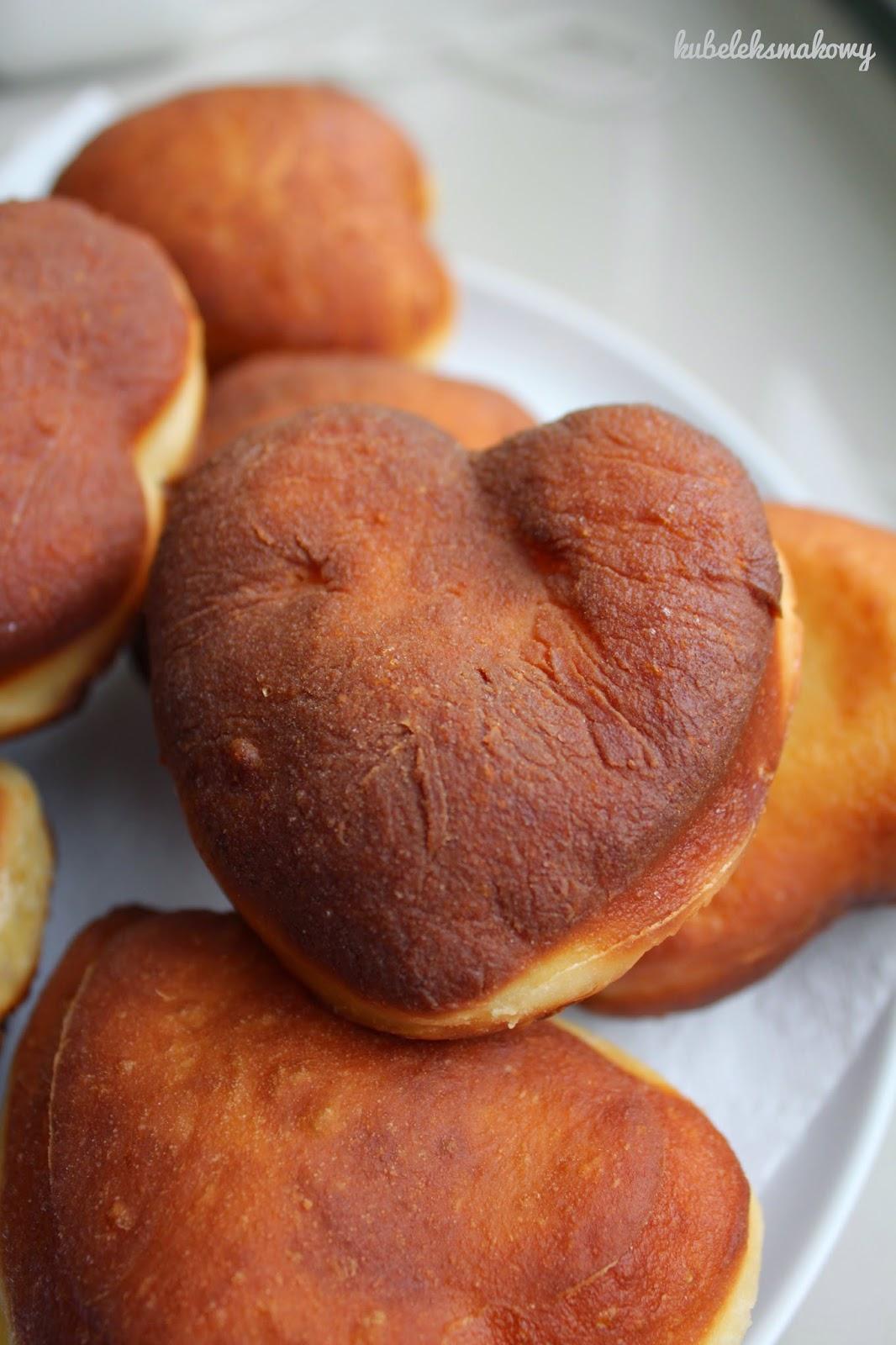 Pączki-serca na żółtkach