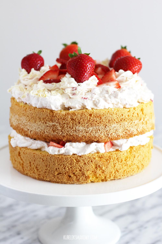 tort truskawkowy z mascarpone i bitą śmietaną - przepis