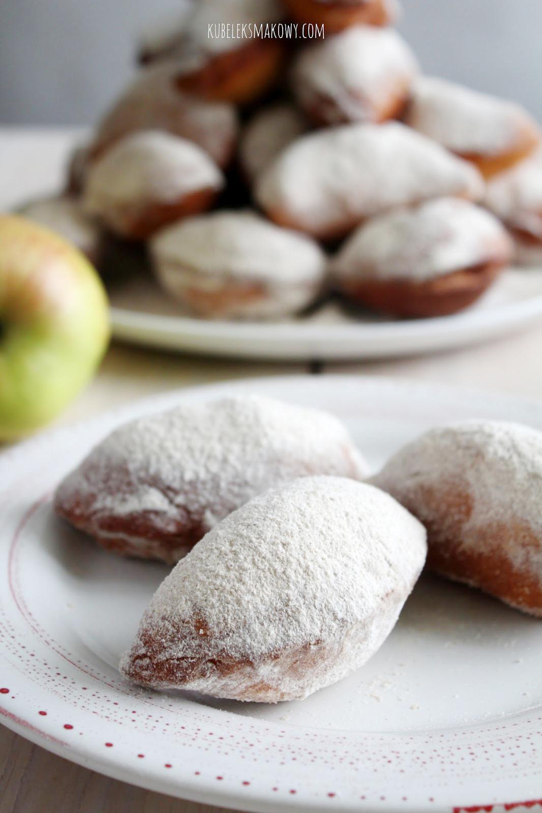 drożdżowe pierożki z jabłkami - przepis