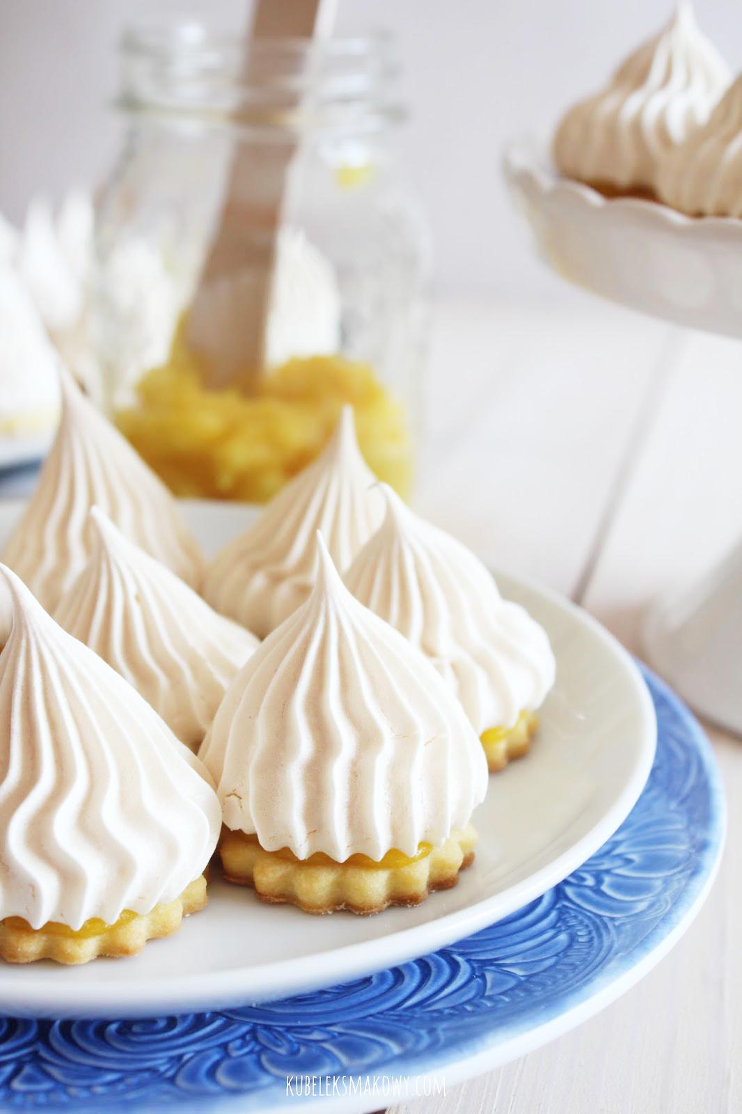 kruche ciastka z bezą i lemon curd