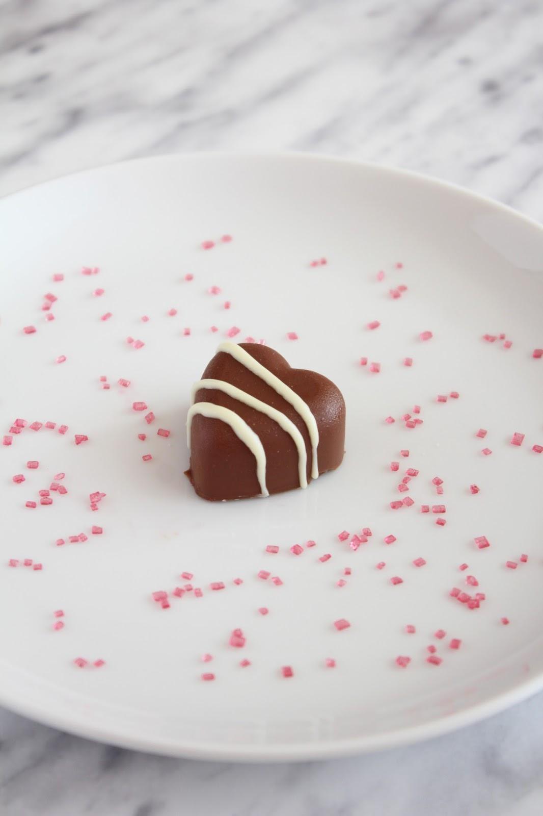 domowe czekoladki z nadzieniem malinowym - przepis