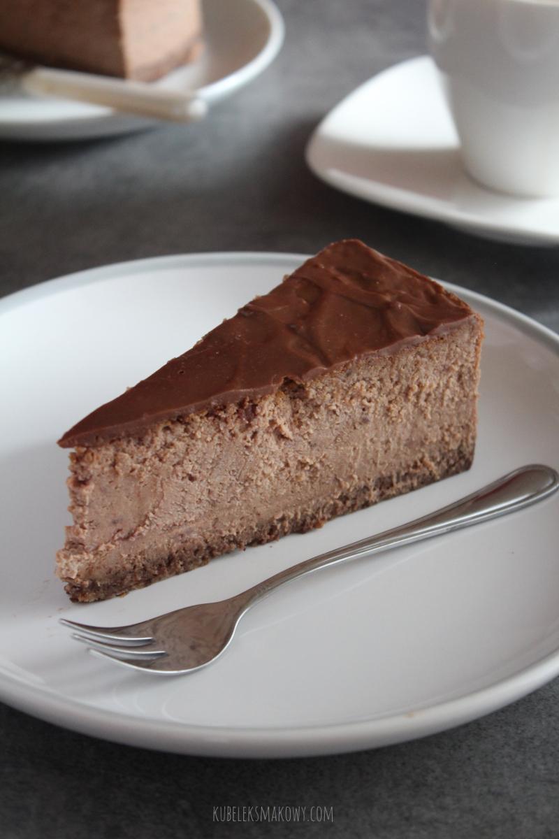 kremowy sernik czekoladowy z truskawkami liofilizowanymi - przepis