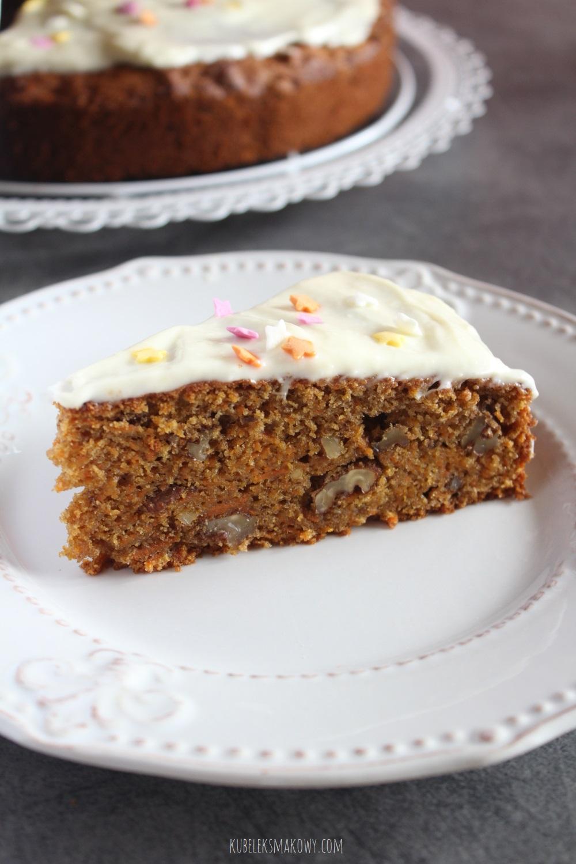ciasto marchewkowe z orzechami, olejem kokosowym i mąką pełnoziarnistą - przepis