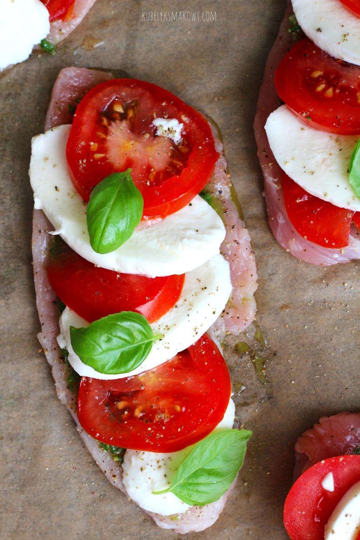 filet z indyka z pomidorami i mozzarellą