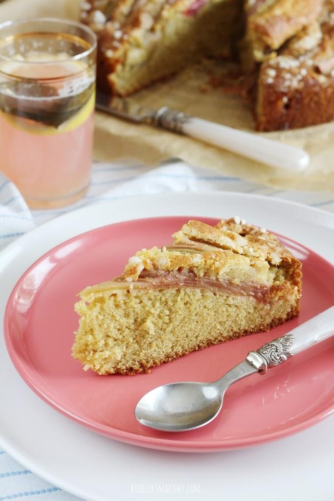 ciasto ucierane z rabarbarem i kardamonem - przepis
