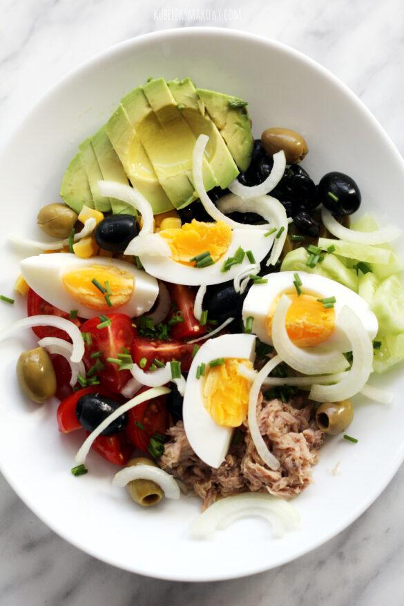 sałatka do lunchboxa z tuńczykiem, jajkiem i fasolką